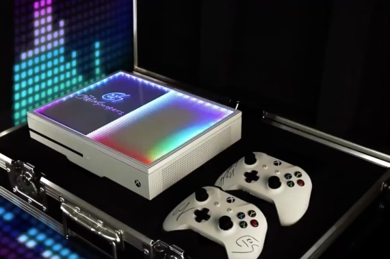 Microsoft pripravil svietiaci Xbox One v spolupráci s The Chainsmokers
