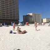 Keď chcete osloviť dievča na pláži