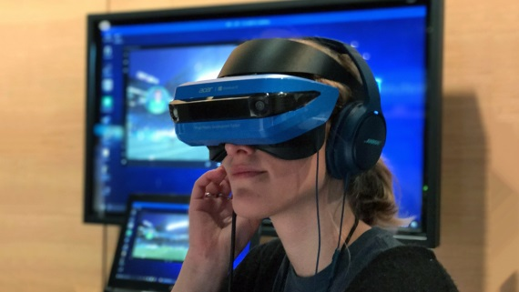 Ukážka Acer Mixed Reality headsetu